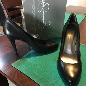 Jessica Simpson black leather pumps
